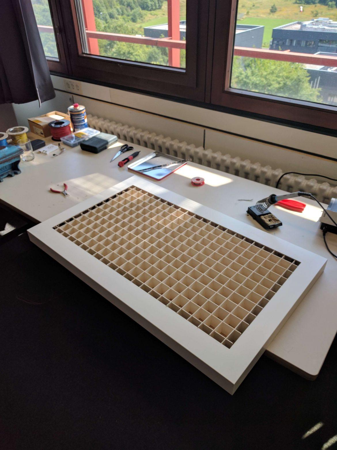 LED Tisch Gitter auf Tisch